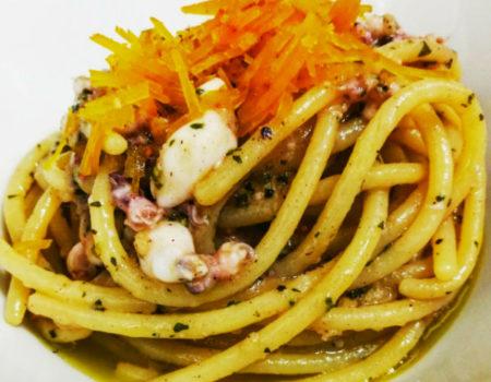 spaghettone-cavalieri-calamaretti-spillo-e-bottarga-di-cabras
